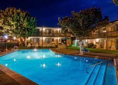 Best Western Plus Encina Inn & Suites - سانتا باربارا - حوض السباحة