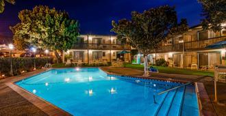 Best Western Plus Santa Barbara - סנטה ברברה - בריכה