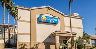 Comfort Inn West Phoenix at 27th Ave and I-I0 - Phoenix - Building