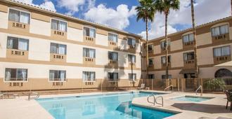 Comfort Inn West Phoenix at 27th Ave and I-I0 - Phoenix - Pool