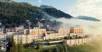 Kulm Hotel St. Moritz - Sankt-Moritz - Vista esterna