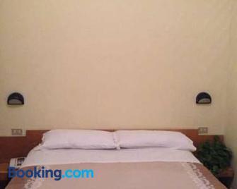 Hotel Aurora - La Spezia - Bedroom