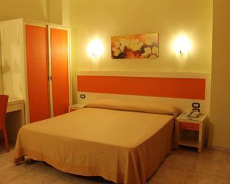 Hotel Cristal Eboli - Eboli - Camera da letto