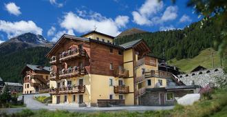 Hotel Amerikan - Livigno - Building