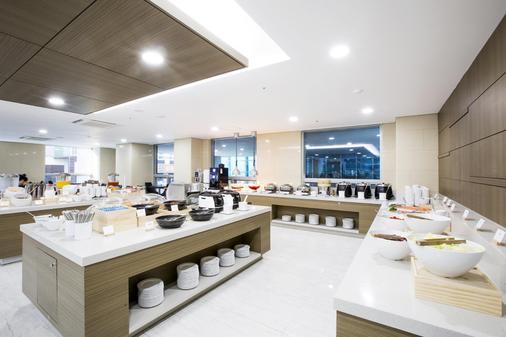 Ramada Jeju City Hall - Thành phố Jeju - Buffet