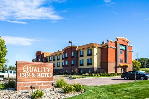Quality Inn and Suites Airport North - Sioux Falls - Building