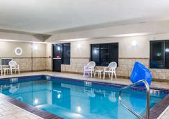Quality Inn and Suites Airport North - Sioux Falls - Pool