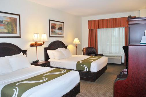 Quality Inn and Suites Airport North - Sioux Falls - Bedroom