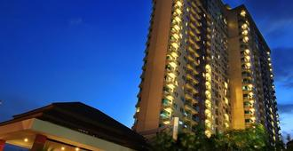 Solo Paragon Hotel & Residences - סורקטה