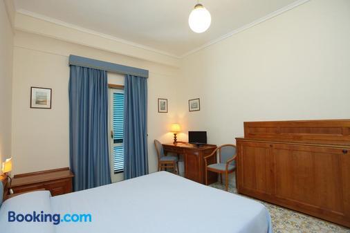 Hotel Mega Mare - Vico Equense - Phòng ngủ