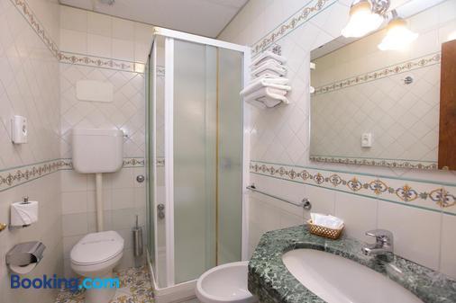 Hotel Mega Mare - Vico Equense - Phòng tắm