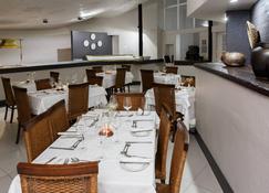 Protea Hotel by Marriott Oudtshoorn Riempie Estate - Oudtshoorn - Restaurant