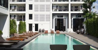 Buri Siri Hotel - Chiang Mai - Piscina
