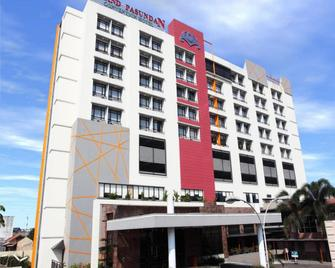 Grand Pasundan Convention Hotel - Bandung - Building