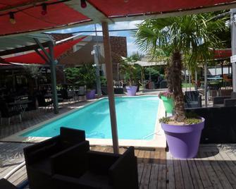 Villefranche Ambiance Hotel - Вільфранш-сюр-Сон - Pool