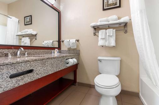 Comfort Suites - Council Bluffs - Bathroom