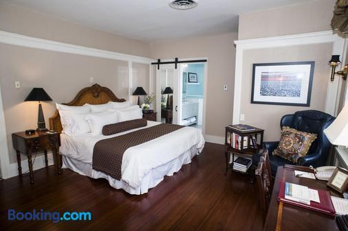 Fairview Inn - Jackson - Bedroom