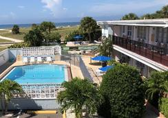 Beachside Resort Motel - Treasure Island - Bể bơi