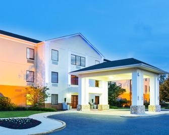 Holiday Inn Express & Suites Burlington - Mount Holly - Westampton - Gebouw