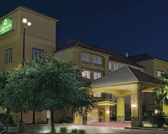 La Quinta Inn & Suites by Wyndham San Antonio N Stone Oak - San Antonio - Building