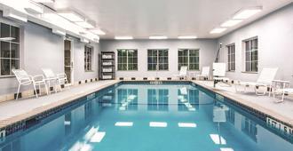 La Quinta Inn & Suites by Wyndham San Antonio N Stone Oak - San Antonio - Pool