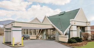 Days Inn by Wyndham Rutland/Killington Area - Ратленд