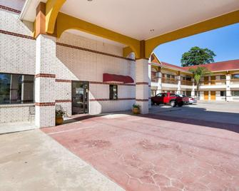 Rodeway Inn & Suites Humble - Humble - Κτίριο