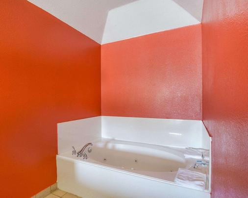 Rodeway Inn & Suites Humble - Humble - Bathroom