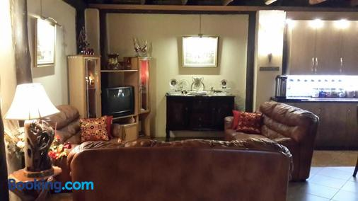 The Cedars Bed And Breakfast - Centurion - Living room