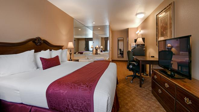 Best Western Fallon Inn & Suites - Fallon - Bedroom