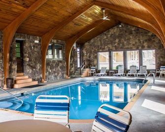 Econo Lodge - Wooster - Pool