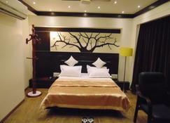 Hotel Grand Pragati - Sūrat - Bedroom