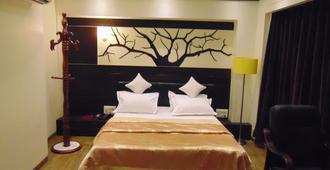 Hotel Grand Pragati - Sūrat