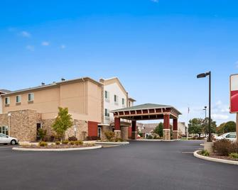 Best Western Plus Boardman Inn & Suites - Poland - Building