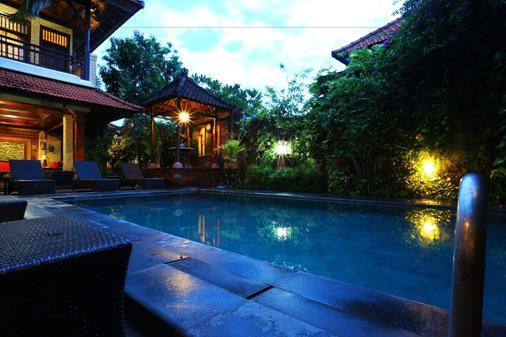 普里曼格飯店 - 登巴薩 - 游泳池
