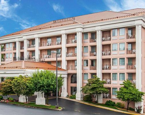 Clarion Hotel - Branson - Building