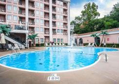 Clarion Hotel - Branson - Pool