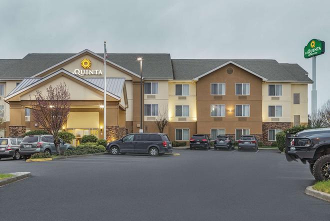 La Quinta Inn & Suites by Wyndham Central Point - Medford - Central Point - Building