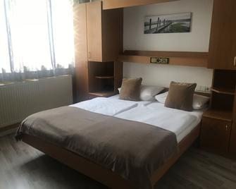 Garni-Hotel Adler - Ostfildern - Bedroom