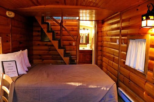 Red Caboose Motel - Ronks - Bedroom