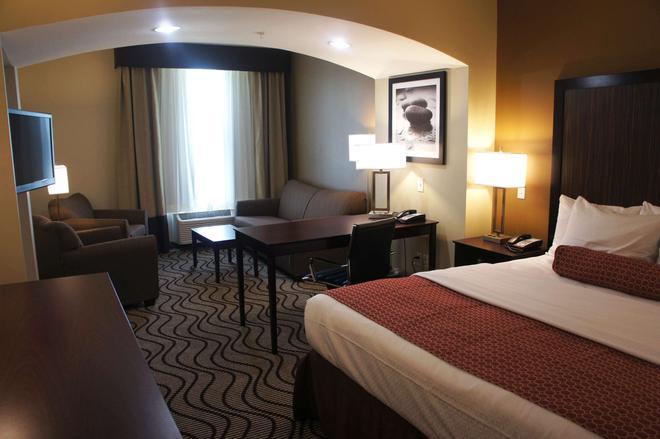 La Quinta Inn & Suites by Wyndham Gonzales LA - Gonzales - Bedroom