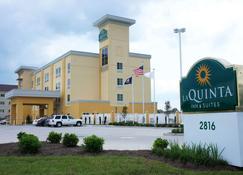 La Quinta Inn & Suites by Wyndham Gonzales LA - Gonzales - Rakennus