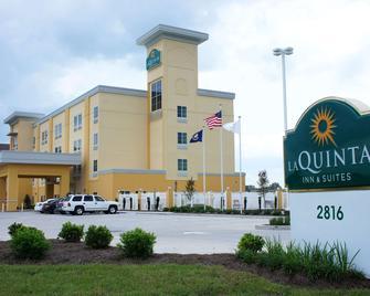 La Quinta Inn & Suites by Wyndham Gonzales LA - Gonzales - Gebäude