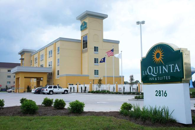 La Quinta Inn & Suites by Wyndham Gonzales LA - Gonzales - Building