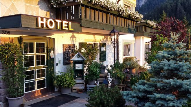 Chalet Hotel Hartmann - Adults Only - Ortisei - Building