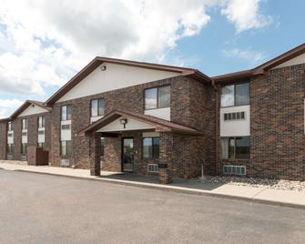 Super 8 by Wyndham Perham - Perham - Building