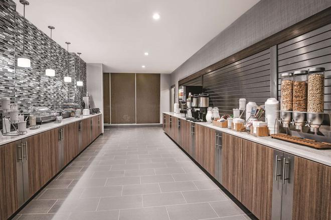 La Quinta Inn & Suites by Wyndham Dallas Grand Prairie North - Grand Prairie - Buffet