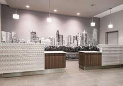 La Quinta Inn & Suites by Wyndham Dallas Grand Prairie North - Grand Prairie - Lobby