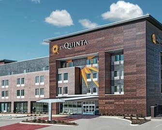 La Quinta Inn & Suites by Wyndham Dallas Grand Prairie North - Grand Prairie - Building
