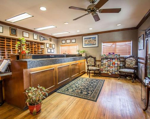 Suburban Extended Stay Hotel Airport - Tampa - Front desk